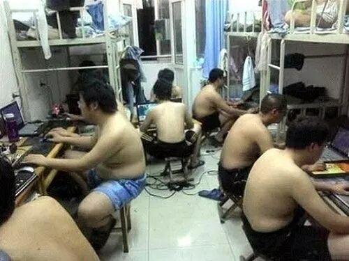 回收购物卡愤怒了,中国学生7人挤一间寝室挥汗如雨,留学生却享受空调房!